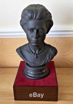 Commemorative Silver Wedding Royal Doulton Queen Elizabeth 2 And Prince Phillip