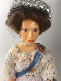 Nisbet 1977 Silver Jubilee 4 Dolls Queen Elizabeth II Philip Royal Page Herald
