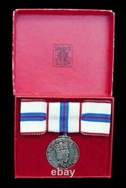 Queen Elizabeth II 1952-1977 Silver Jubilee Medal In Box Of Issue Original