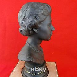 Queen Elizabeth II BASALT BUST 10.75 tall Limited Edition Silver Wedding 1972