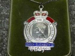 Vintage Hallmarked 1978 Silver Queen Elizabeth II Silver Jubilee Necklace -Boxed