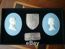 Wedgwood Queen Elizabeth II Silver Jubilee plaques solid silver ingot & shield